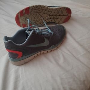 Nike free fit 2 (free with bundle)